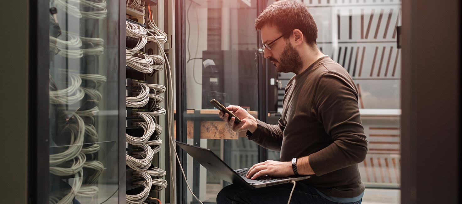Server engineer running server diagnotic check and communicating the results